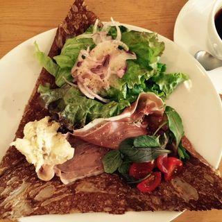 生ハムとクリームチーズのガレット ドリンクせっと(cafe 363 (カフェサンロクサン))