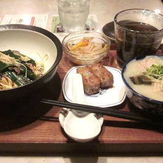 きのことニラのあえ麺+ミニ香港粥セット(甜蜜蜜 元町店 (tim-ma-ma))