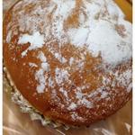 クリーム入りふんわりパン