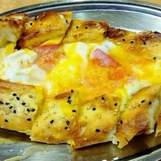 トルコ風チーズ卵ピザ(カッパドキア (【旧店名】bido))