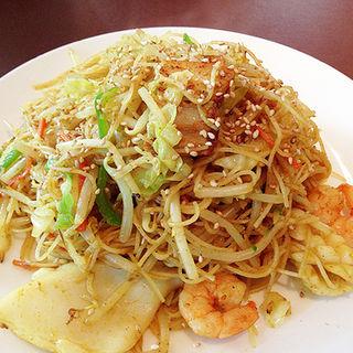 カレー風味のシンガポールビーフン(ル・パルク 恵比寿店)