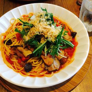 豚肉と花カツオのトマト風味の和パスタ