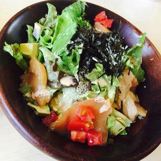 お米のサラダ丼~アボカド&サーモン~(bistro & cafe La ChouChou (ビストロアンドカフェラシュシュ))