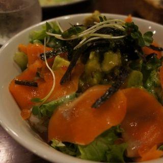 サーモンとアボカドのライスボウル(神戸ビアバル食堂73 ~NANA:SAN~)