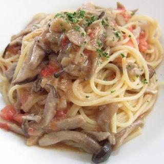 キノコペペロンチーノスパゲッティー(ピスタッキオ)
