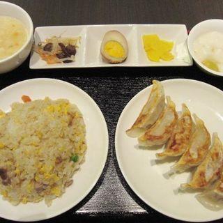 焼き餃子と五目炒飯セット(多謝 海浜幕張店 (トォシェ))