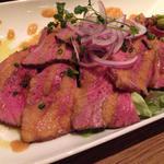 国産牛自家製ローストビーフオニオンソース添え(biotope cafe dining (ビオトープ カフェ ダイニング))