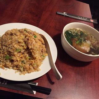 チャーハン+ワンタンスープ(龍盛菜館 代々木店 (リュウセイサイカン))