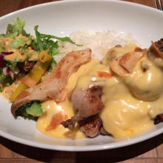 若鶏ときのこのグリルとチーズソースプレート(ヴィレッジ ヴァンガード ダイナー 横浜ルミネ (Village Vanguard DINER))