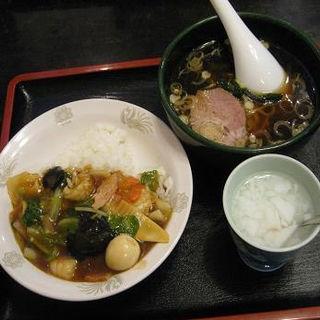 中華丼とラーメンのセット(狸小路飯店)