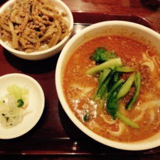 マーラーメンと豚丼のセット(唐朝刀削麺 成田空港店 )