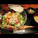 アボカドとマグロの菜園丼