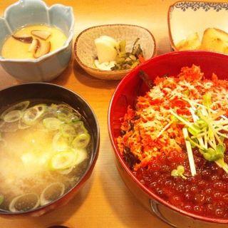 特製いくら二色丼(三田 山田屋 (みたやまだや))