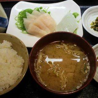 トロメカジキとイカの刺身定食(津国屋)