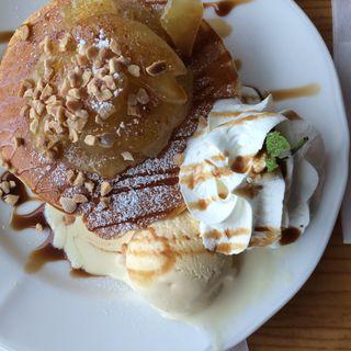 キャラメルりんごとローストアーモンドのパンケーキ(アミーチデルテ )