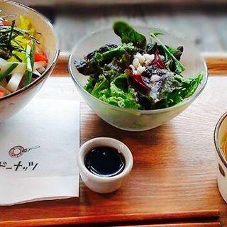 マグロとたくあんと山芋の丼(カフェ豆茶 (まめちゃ))