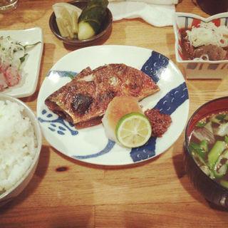 サバ焼き定食(パクチービストロザンシン )