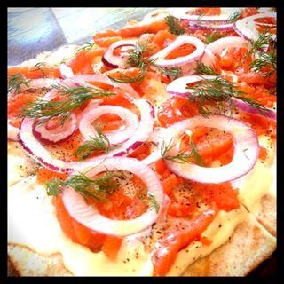 サーモンとクリームチーズのピッツァ(アイヴィープレイス (IVY PLACE))