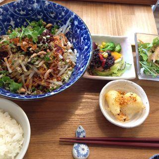 こだわり麺セット(汁なし担々麺)(自然派中華 クイジン (cuisine))