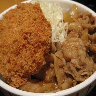 ピリ辛豚カルビ&コロッケ丼(品川23号そば店 (【旧店名】常盤軒))