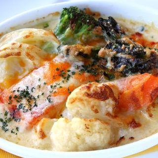 サーモンのムニエルのと季節野菜のチーズ焼き(TOOTH TOOTHParadise Kitchen (トゥーストゥース パラダイスキッチン))