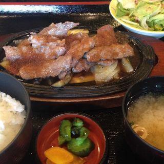 牛の薄切り肉定食(カフェレストランすいごう)