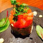 アボカドとトマト、スモークサーモンのタルタル