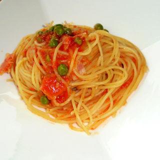 ベーコンとえんどう豆のトマトソースのスパゲティー(ヴィヴィ ラ・ベルデ (ViVi la verde))
