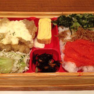 3色丼とチキン南蛮のお弁当(マンスマウス)