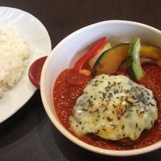 トマト煮込みハンバーグ(ヒヨリ+キッサ )
