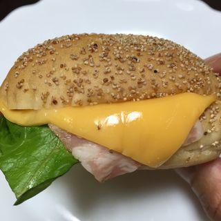 ハム&チェダーチーズ(幸せの100円パン職人 桂千代原口店 )