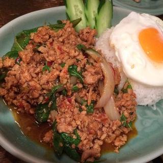 鳥挽肉のホリーバジル炒め(クルン・サイアム 六本木店 )