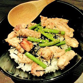鶏肉とニンニクの芽の炒め丼(TORIKO (トリコ))