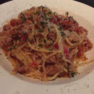 サルシッチャとフレッシュトマトのスパゲッティ(レストランバーオリオン)