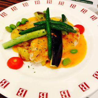 白身魚のグリル エビ風味のクリームソース(バケットゲートシティ大崎店)