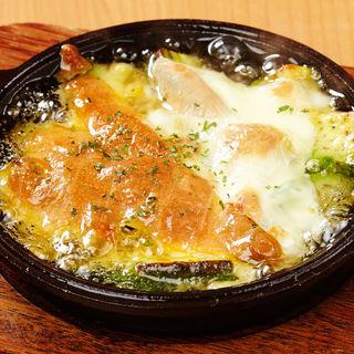 アボカドと2種チーズのアヒージョ