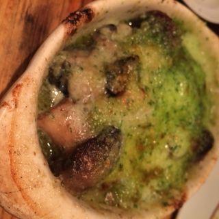 マッシュルームと牡蠣の香草ガーリックバター焼き(ビストロガブリ 五反田店 )