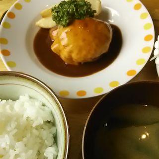 とーろりチーズのシンプルハンバーグランチ(キャトル クワトン (キャトル Kuwaton))