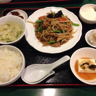 夜定食A 豚肉、ニラ、もやしの醤油炒(百香亭 野田店 )