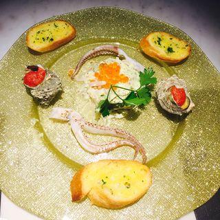 鮮魚とアボカドのタルタル ガーリックパン添え(hasegawa (ハセガワ))