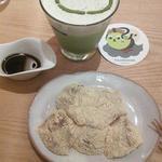 豆しば庵の抹茶ラテとわらび餅