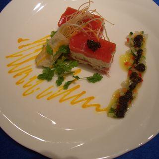 ずわい蟹と完熟トマトのミルフィーユ(ブラッセリー トモ (Brasserie Tomo))