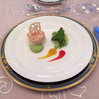 プランダートと蟹身アボカドムースのガトー仕立て キングクイーンの2色ソース(ホテルモントレ 大阪 (HOTEL MONTEREY))
