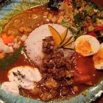 ボタニカリーとシュリンプカリーのあいがけ 卵ピクルスとクリームチーズ豆腐のトッピング(BOTANI:CURRY)