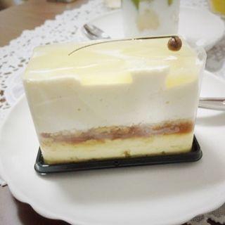 バニラのキャラメルクリームと2種類のチーズスフレ(やまもと菓子店)