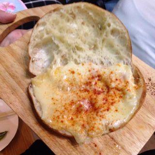 とろけるラクレットチーズ麦芽ブレッド(キリン一番搾りガーデン東京)