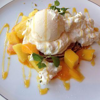 マンゴーとパインのチーズクリームパンケーキ(サンデージャム 原宿)