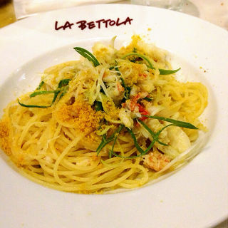 ずわい蟹と九条葱、からすみのスパゲッティ(イケブクロラベットラダオチアイ (ikebukuro LA BETTOLA da Ochiai))