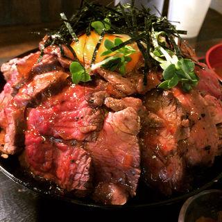 ローストビーフ丼 大盛(焼肉あさだ )