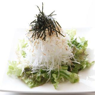 シャキシャキ大根としらすのサラダ(博多もつ鍋 はらへった HANARE )